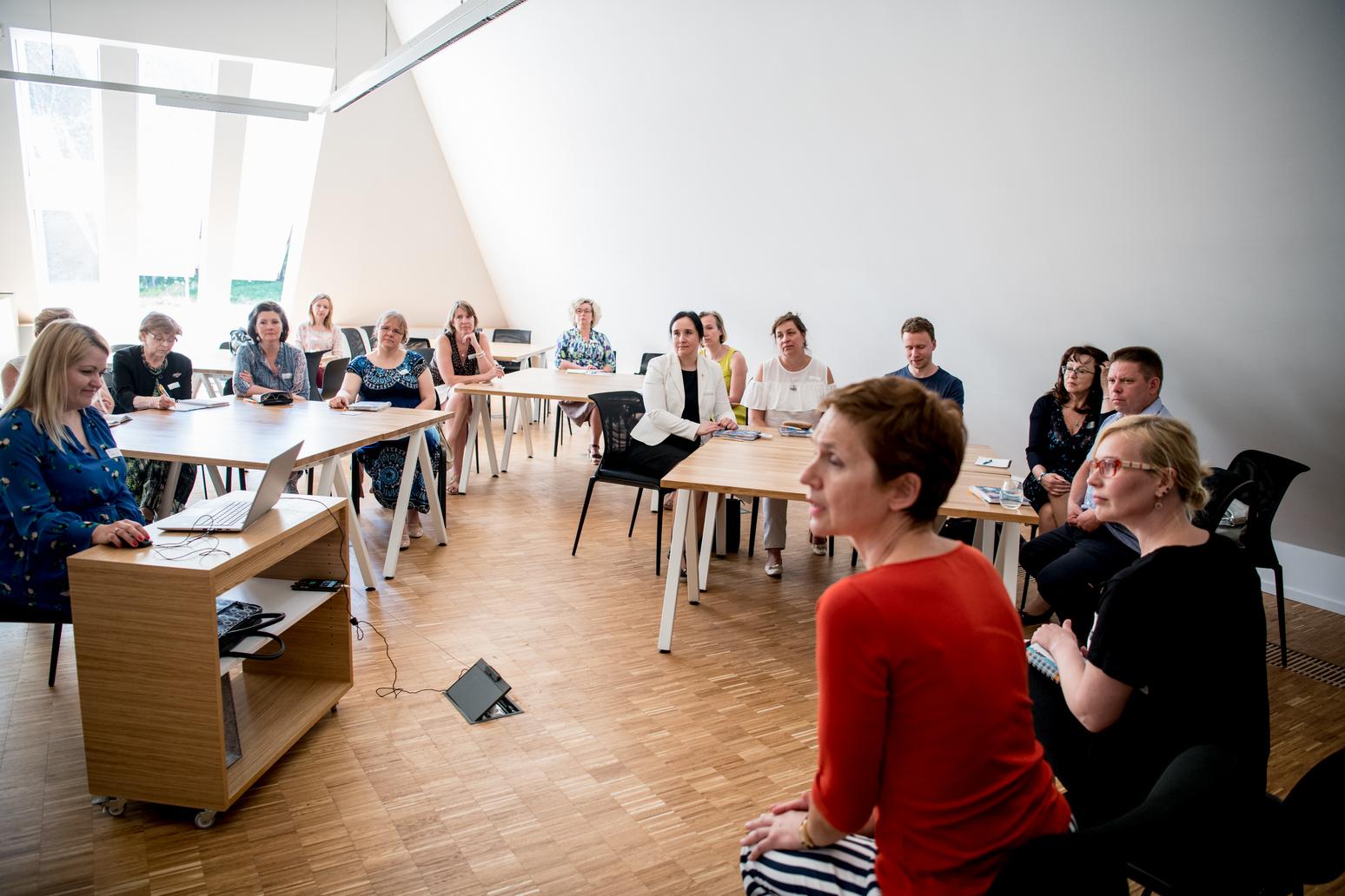 """IV koolitajate mittekonverents """"Õpi nagu filmis: koolitaja objektiivis"""" 15.05.2018. Koosõppmise arutelurühm. Eksperdid Katrin Aava ja Pille Slabina."""