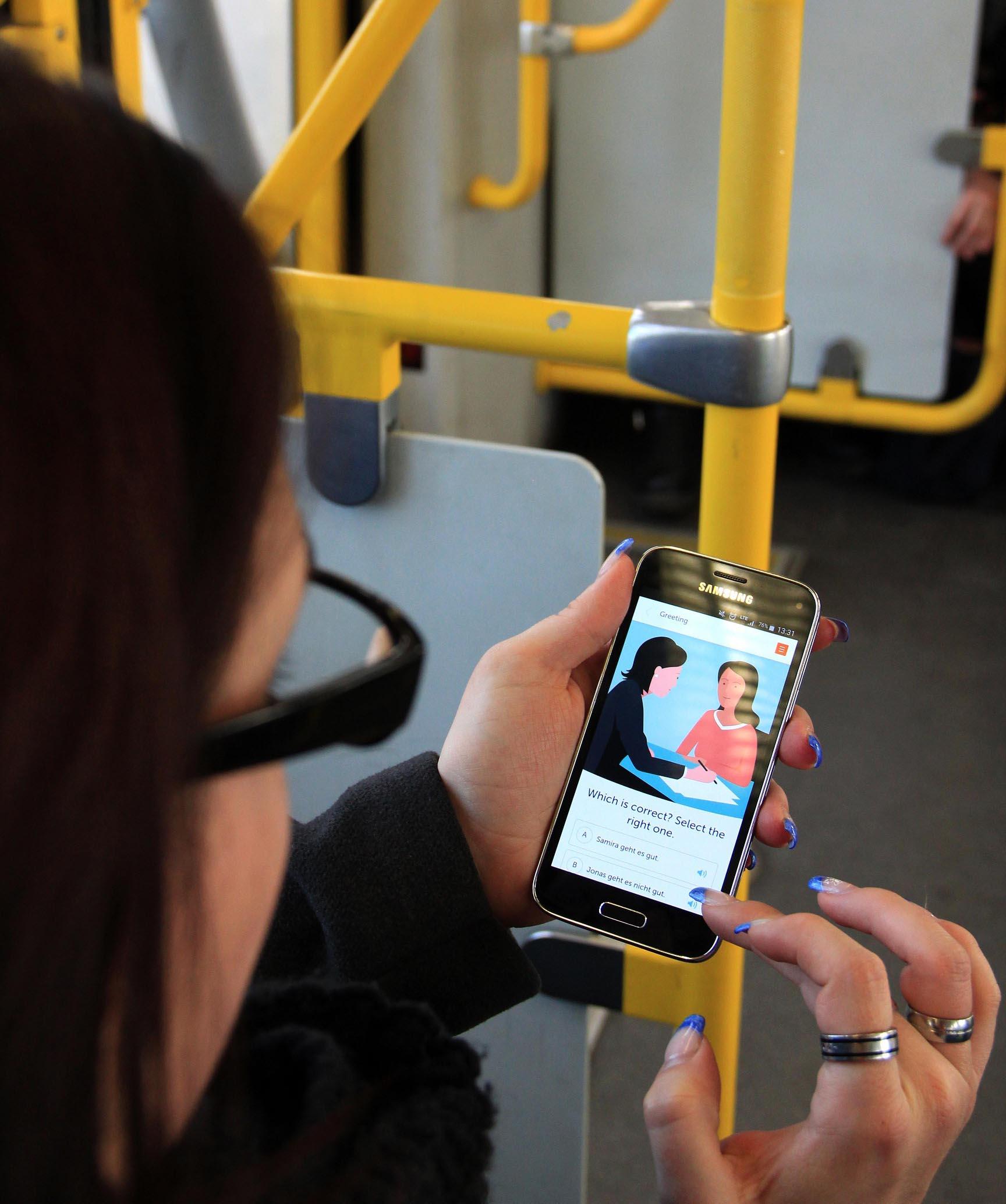 Deutsch lernen in der Straßenbahn mit der App Einstieg Deutsch