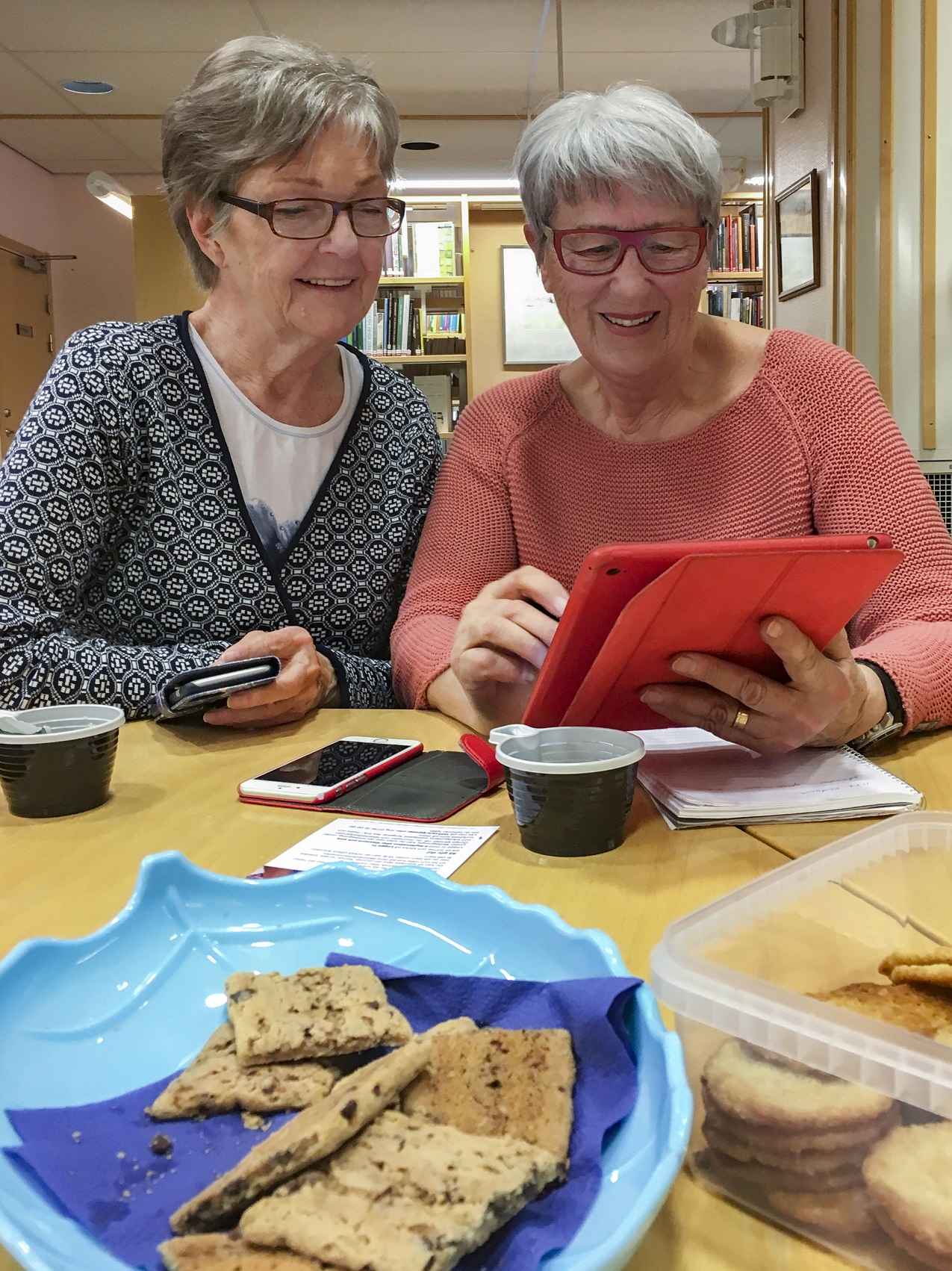 Coffee and cookies go well with learning!