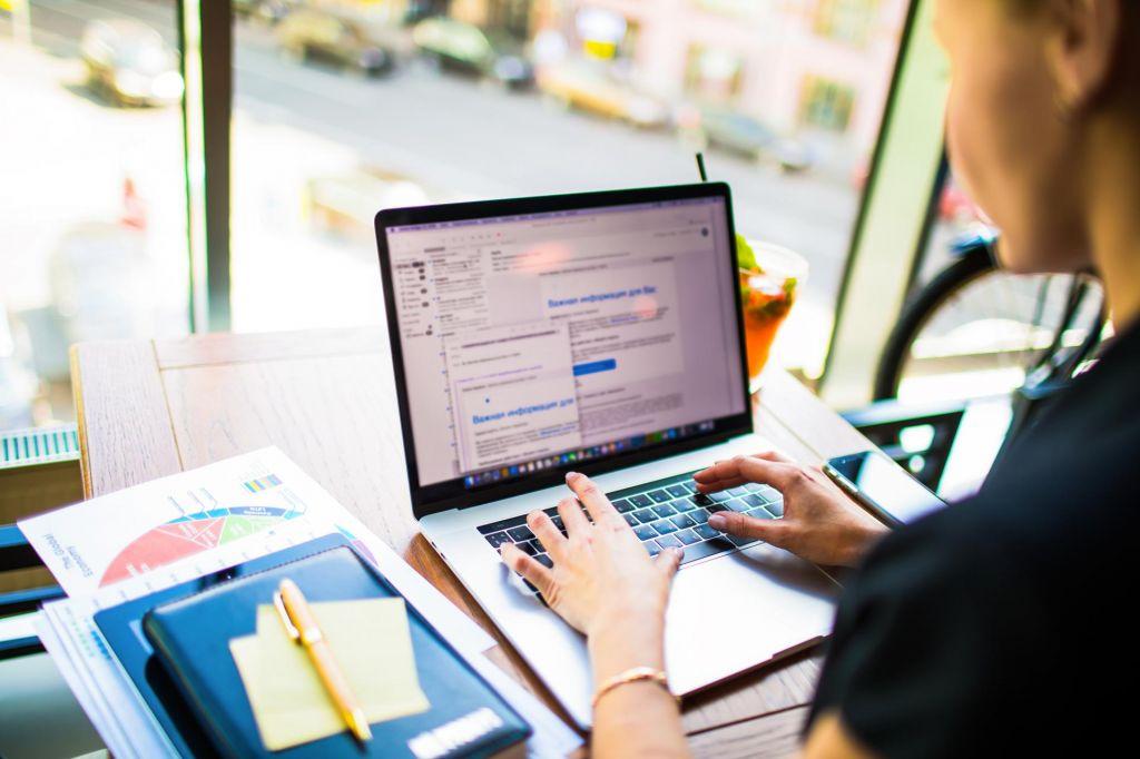 Delovna mesta zahtevajo še vse kaj drugega kot digitalno znanje, pomirja Špela Pogačnik Nose. FOTO: Shutterstock