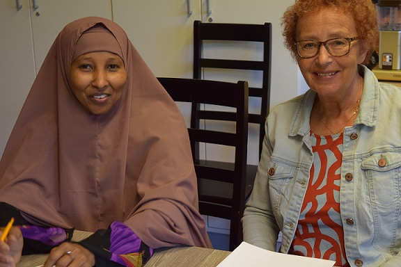 Hawo and Liisa got to know each other by filling in the student ID card.