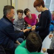 a szlovén tréning résztvevői informatikai alapismereteket tanulnak, az okostelefon használatával foglalkoznak