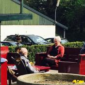 Hospitation  auf einem Bauernhof in den Niederlanden. Dort werden auch Senior*innen, teilweise durch Ehrenamtliche betreut. Foto Antonia Schwarz
