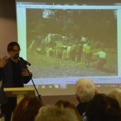 panevezio krastotyros muziejaus muziejininkas donatas juzėnas skaito pranešimą.