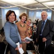 Projekto dalyvės Olštyne su Varmijos ir Mazūrijos Trečiojo Amžiaus Universitetų federacijos pirmininku antoni Furtak