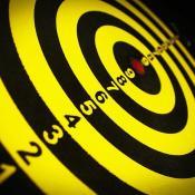 Schwarz-gelbe Zielscheibe mit Zahlen von 9-1. Bild von 41330 auf Pixabay